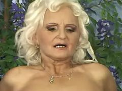 Blonde granny crazy jumps on strong dick of dude
