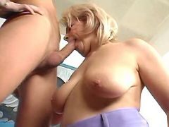 Mature with big tits sucking cock and rides him